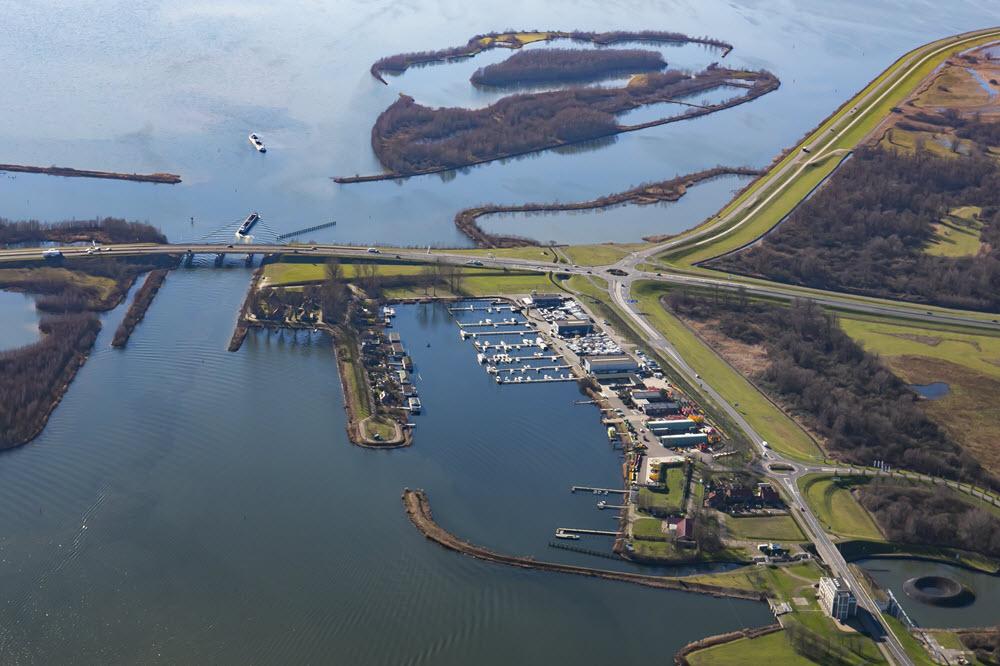 Luchtfoto B en B Bootverhuur Harderwijk