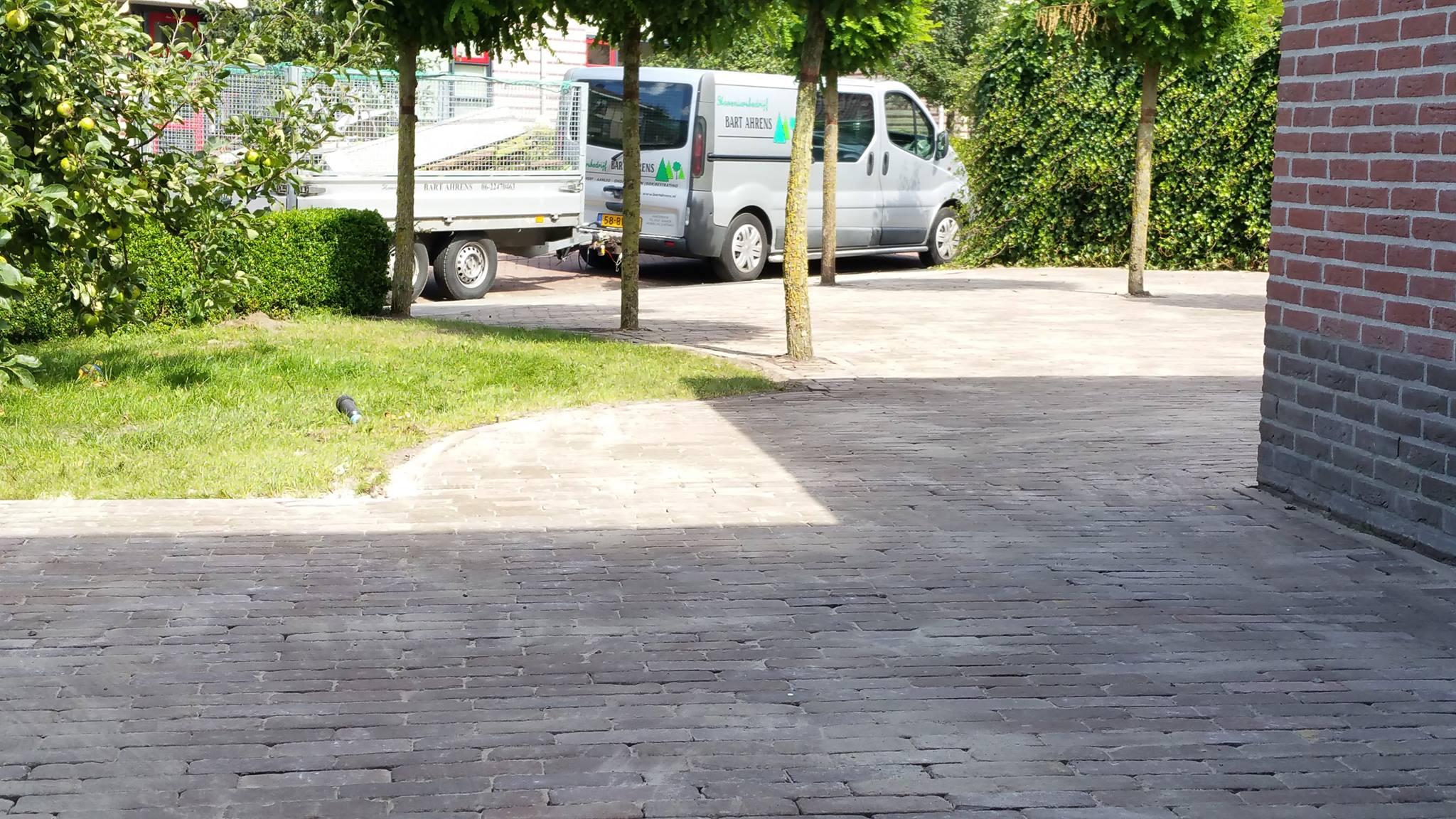 Hoveniersbedrijf Bart Ahrens straatwerk oprit Harderwijk