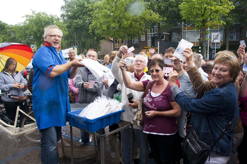 Aalt en aaltjes gratis paling tijdens aaltjesdag bij Dries van den Berg Harderwijk