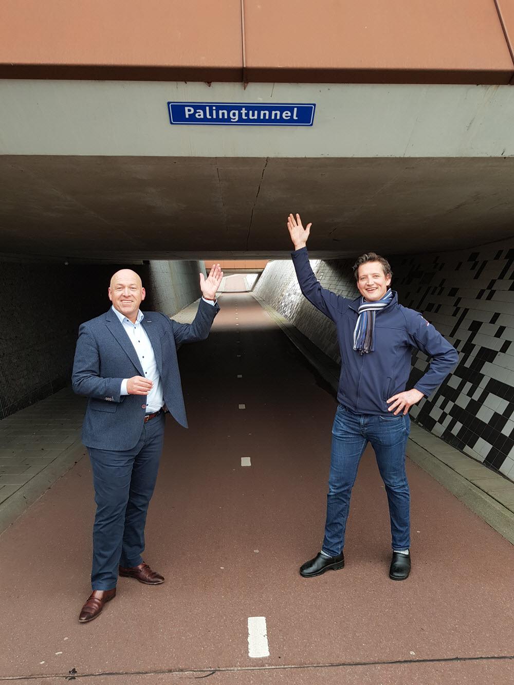 Adwin Ploeger en Peter van den Berg dopen Palingtunnel Harderwijk