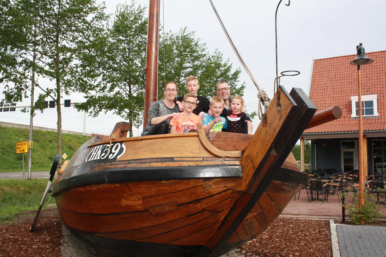 Gerard en Mariska van Dijk met hun kinderen 2019