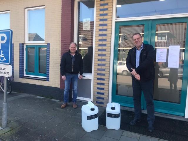 Harderwijks bedrijf schenkt 50 liter desinfectans aan HuisartsenPost