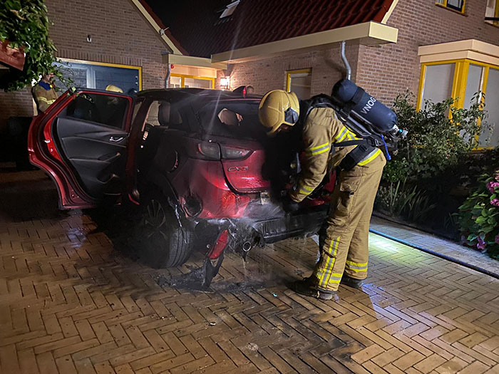 Auto in brand Oldenallerhout