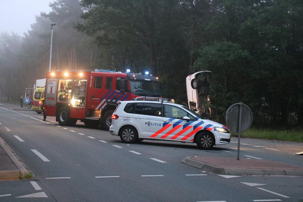 Ongeval N302 auto in de berm