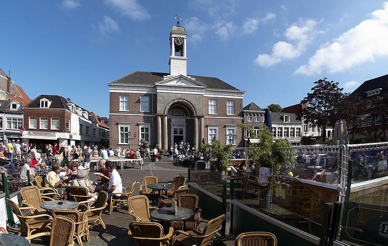 Gemeentehuis op de Markt in Harderwijk