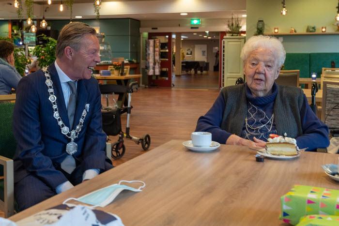 Mevrouw Smits Hazebroek 104 jaar