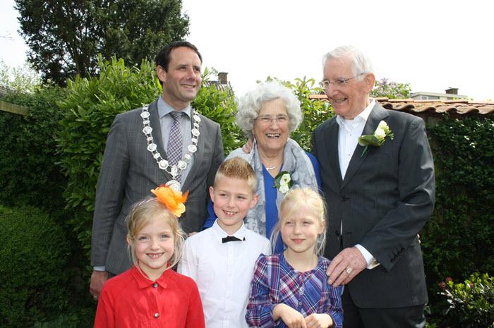 Bruidspaar van Zalk 60 jaar getrouwd met achterkleinkinderen