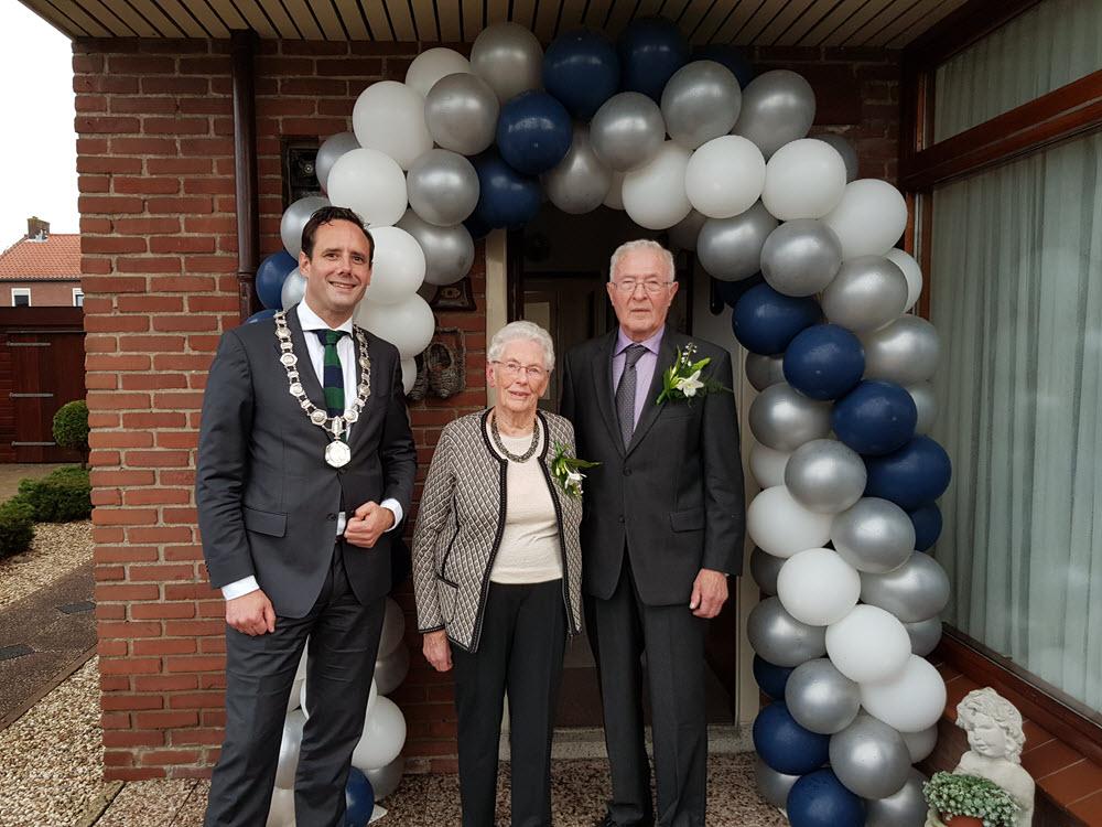 Echtpaar van den Brink Wapstra 60 jaar getrouwd Harderwijk