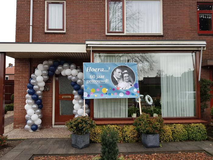 Huis versierd van de familie Brinkman 60 jaar getrouwd Harderwijk