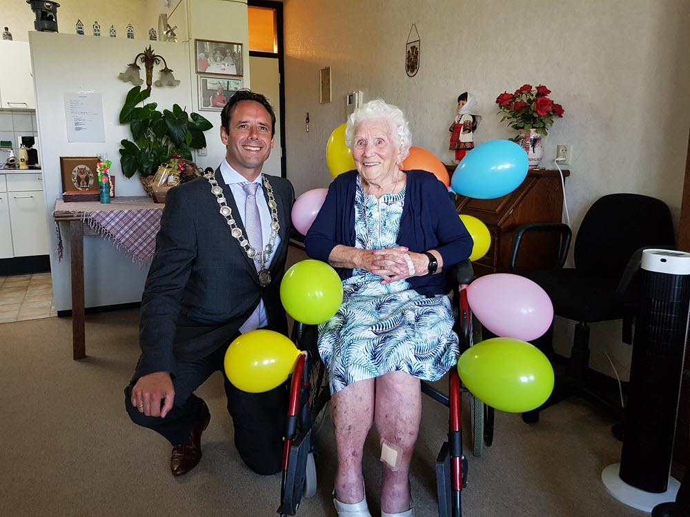 Mevrouw van Kammen 100 jaar Harderwijk