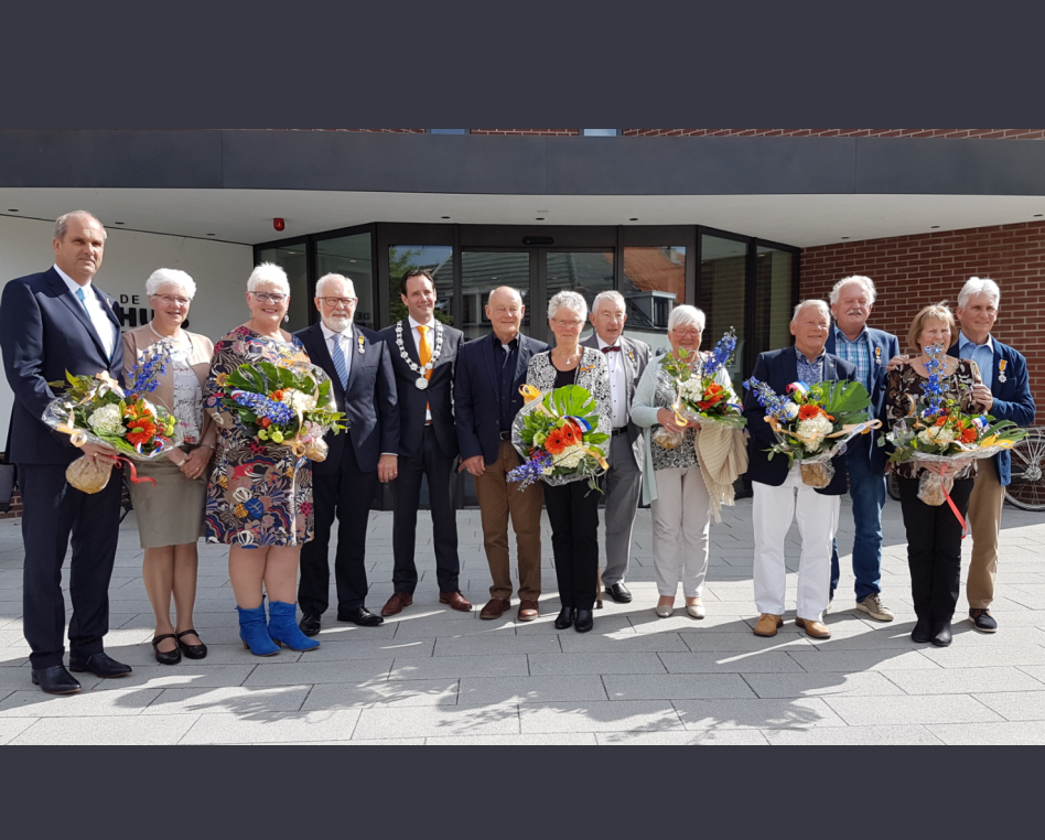 Lintjesregen 2018 gedecoreerden met partners Harderwijk