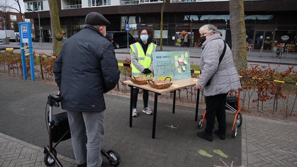 Inwoners van Stadsdennen bij de Kiekmure in Harderwijk