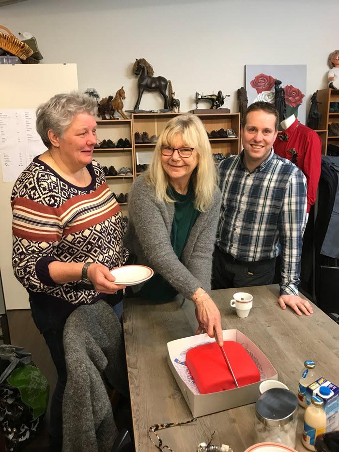 Rode taart voor Marjan van Noordennen Harderwijk Pvda