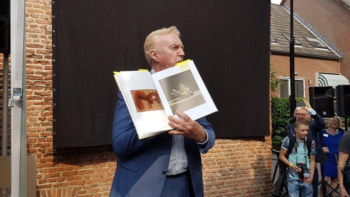 Andre van Duin opent Marius van Dokkum Museum Harderwijk