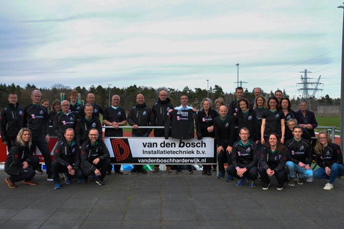 Nieuwe tenues trainers Athlos Harderwijk