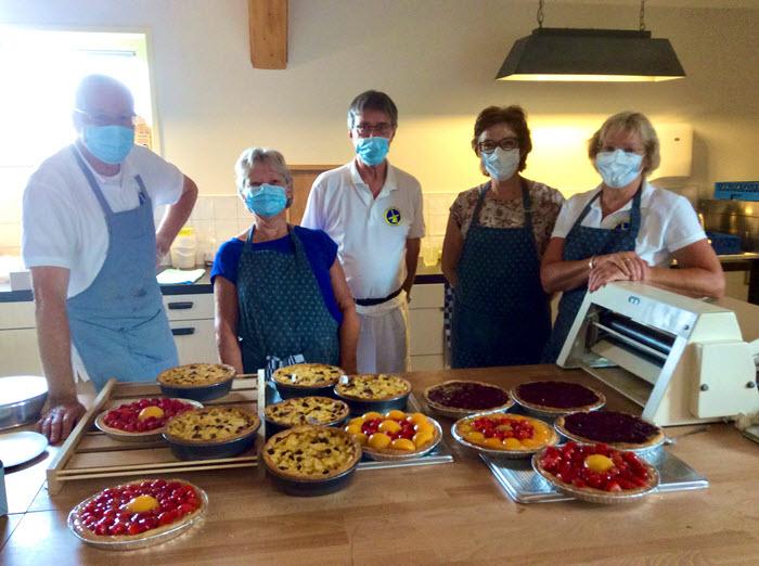 Vrijwilligers van Molen De Hoop bakten vandaag taarten voor bewoners van het AZC en statushouders uit Harderwijk.