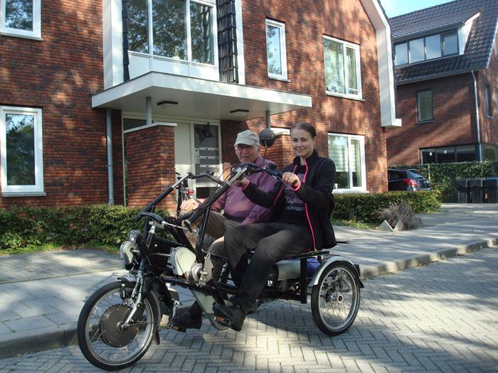 Amber fietst met Thuis Huis bewoner