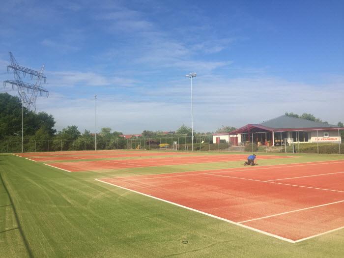 Vervanging banen en hekwerken Tennisvereniging Frankrijk