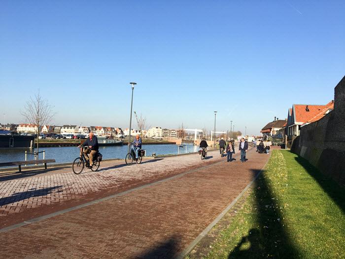 Fietsers op de boulevard Harderwijk