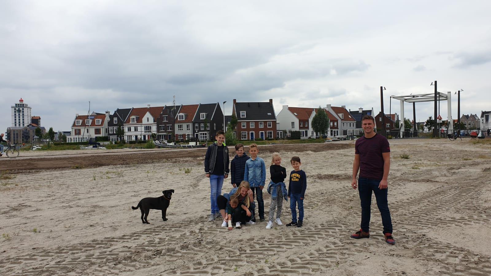 Kinderen Waterfront maken zich hard voor voetbalveldje