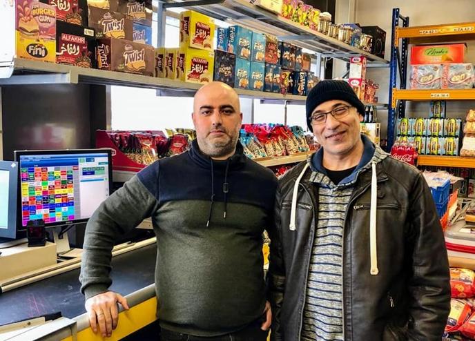 Ahmad Aibach en Jehad Mely twee statushouders in eigen supermarkt Harderwijk