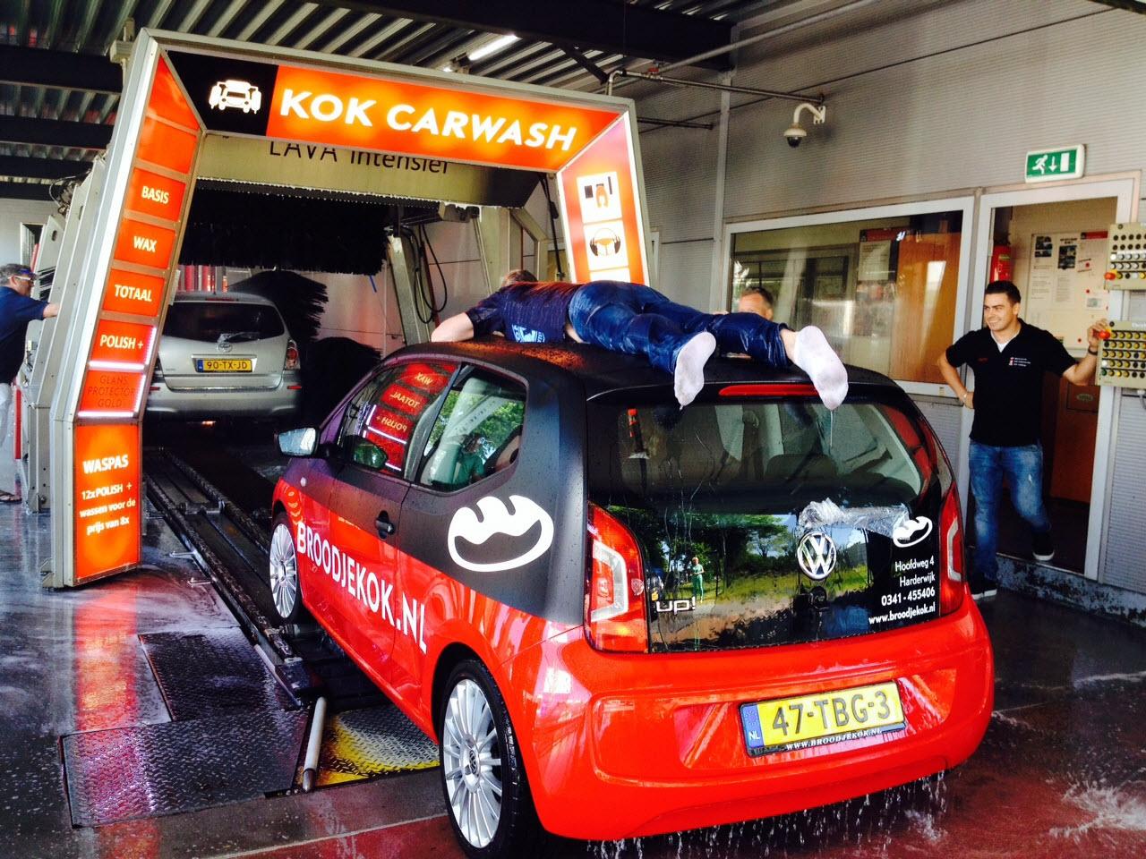 Succesvolle wasstraat actie op 6 juni 2015 door Lions Harderwijk voor Make-A-Wish Nederland