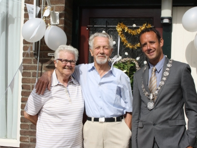 Echtpaar J. Burghout en F.G.M. Burghout-De Laat 60 getrouwd