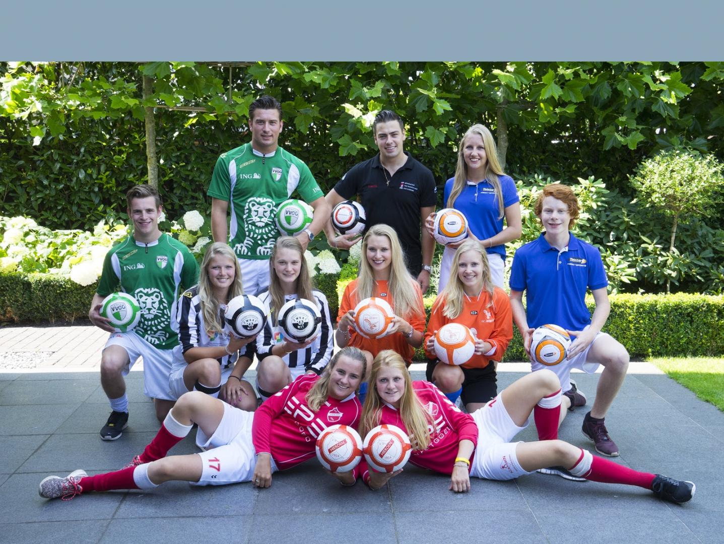 Spaar bij Broodje Kok Harderwijk voor een leren voetbal van jouw eigen voetbalclub