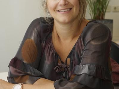Chirurg Caroline Andeweg van ziekenhuis St Jansdal Harderwijk is gepromoveerd