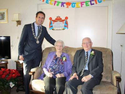 Echtpaar A.H. de Bruijn & P. de Bruijn-de Groot viert hun 60-jarig huwelijksjubileum