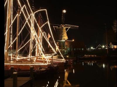 Harderwijker molen versterkt kerstsfeer rond de haven