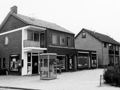 Herinner je je Harderwijk: oude foto van laan 1940 - 1945 uit 1977