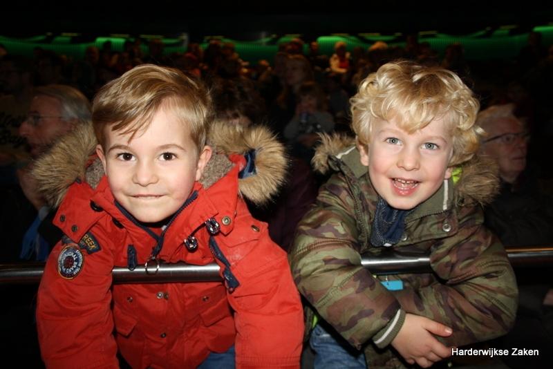 Groot Sinterklaasfeest voor jong en oud in het Dolfinarium (video)