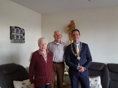 Echtpaar P.J. Koelstra en G. Koelstra-Hofstede vieren hun 60-jarig huwelijksjubileum