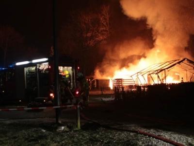 Caravans gaan in vlammen op in Harderwijk