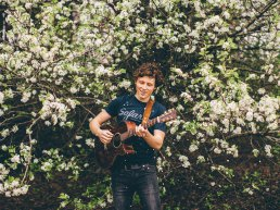 Singer Songwriter talent Josh Savage in Catharinakapel