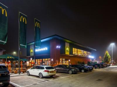 McDonald's restaurant Harderwijk ruimt de buurt op tijdens Landelijke Opschoondag