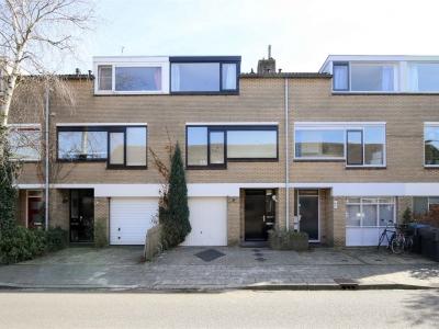 Op zoek naar een royale woning met mogelijkheid tot kantoor/praktijk aan huis?