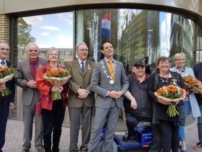 Het regent Koninklijke onderscheidingen in Harderwijk (Foto's)