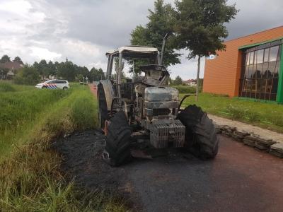 Tractor brandt volledig uit in Harderwijk