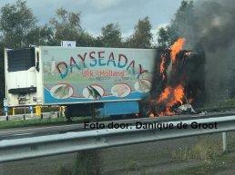 Vrachtwagen in de brand op de A28