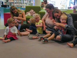 Workshop Voorlezen met gebaren in Bibliotheek Harderwijk