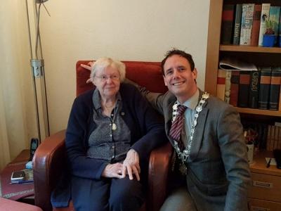 Mevrouw Aartsen-Brandsen viert haar 101ste verjaardag.
