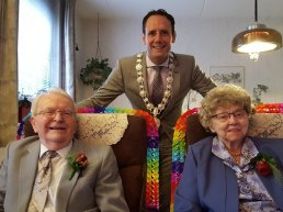 Echtpaar G. Mostert en T. Mostert-Bakker 65 jaar getrouwd