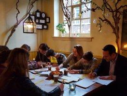Schrijfmarathon Amnesty International: 9 december ook in Harderwijk!