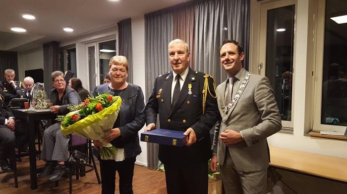 Waardering voor korpsleden Brandweer Harderwijk en Koninklijke onderscheiding voor Gerrit de Mik