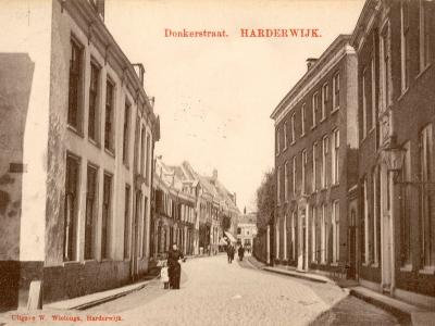 Herinner je je Harderwijk: oude foto van de Donkerstraat