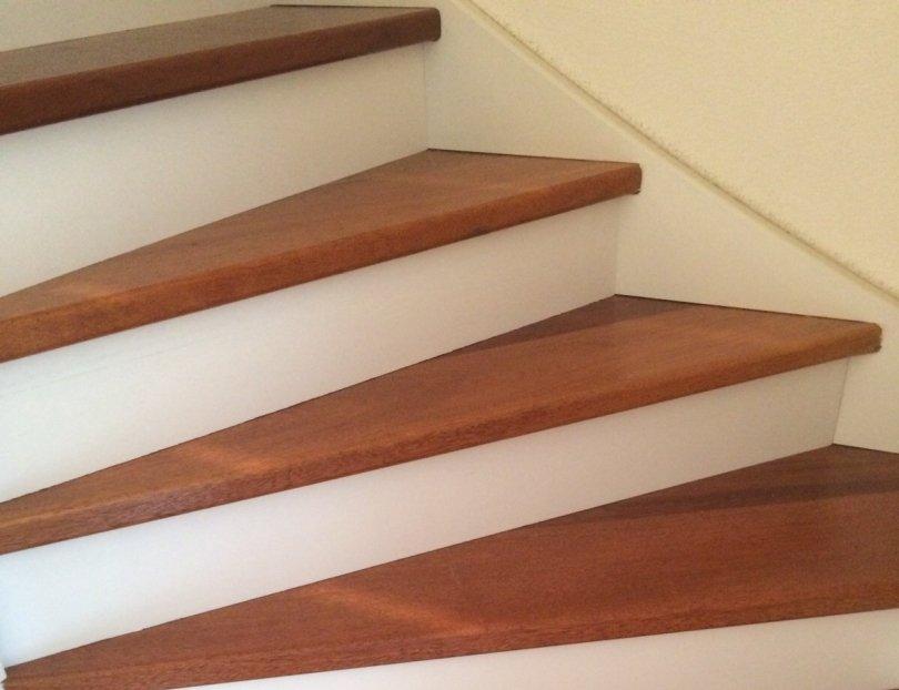 Een bestaande trap opknappen met Hout, Laminaat of PVC