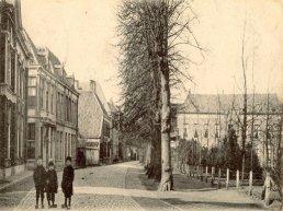 Herinner je je Harderwijk: oude foto van Kerkplein/Vijhestraat