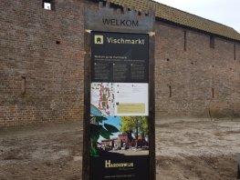 Fouten op gloednieuwe toeristenborden Harderwijk